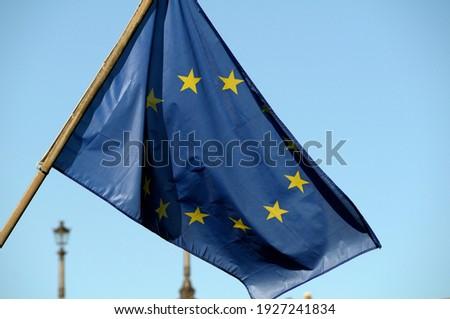European Union flag flying at Square du Vert Galant, Paris, Île-de-France, France Photo stock ©