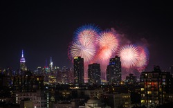 Every year, Macy's annual July 4th fireworks show in New York City is an unforgettable highlight of the summer. On Wednesday, July 4, 2018, fireworks will light up the sky over the East River.