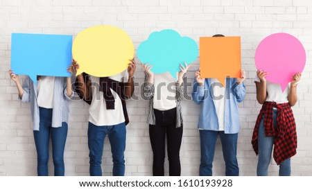 Everyone has own opinion. Teens holding empty colourful speech bubbles Foto d'archivio ©