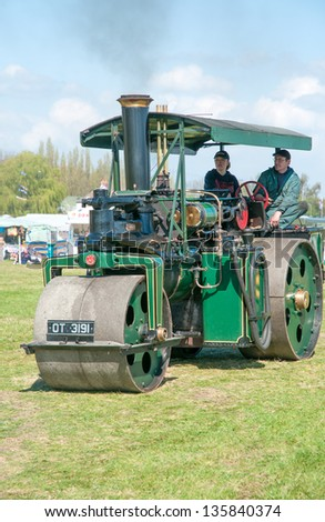EVESHAM,WORCESTER,ENGLAND - APRIL 13 : A vintage Steam Roller and its owners on display in the show ring at a country fair on April 13,2009 in Evesham , England