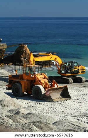 excavator / dredge at work / Reconstruction of a beach
