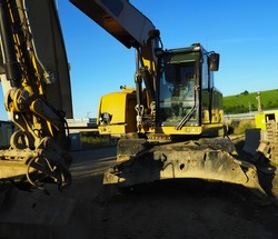 Excavator in working environment, construction, construction car, car with hydraulics, yellow excavator, construction industry, clay
