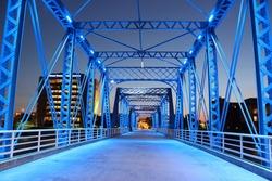Expanding bridge