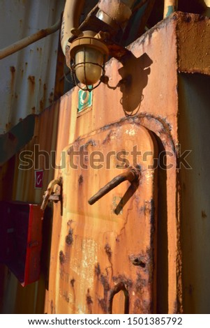 External rusty hull equipment for stranded ships