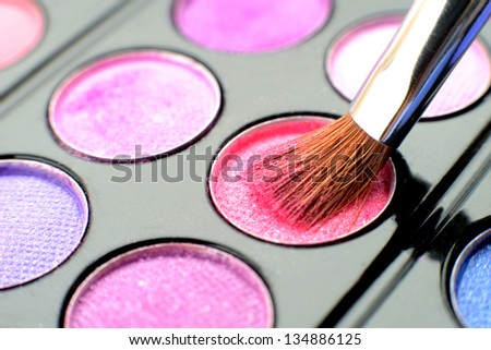 Eyeshadow pallet with brush