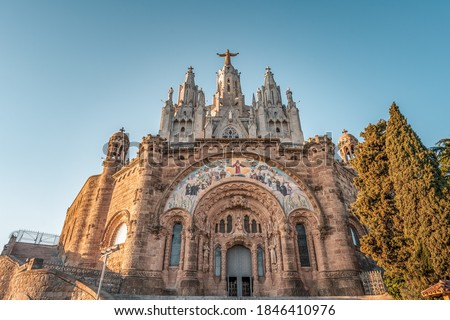 Facade of Temple of Expiatori del Sagrat Cor on Mount Tibidabo in sunset Barcelona Foto stock ©