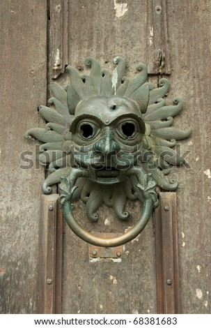 Face door knocker