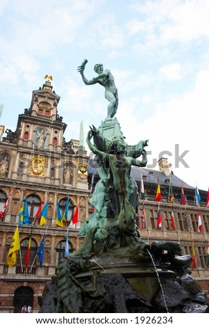 Faces of Antwerp: brabo statue with city hall in the background