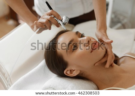 Facial Beauty Treatment. Closeup Of Beautiful Woman Getting Oxygen Epidermal Peeling At Cosmetic Beauty Spa Salon. Girl Enjoying  Skin Rejuvenation Therapy At Cosmetology Center. High Resolution Image #462308503