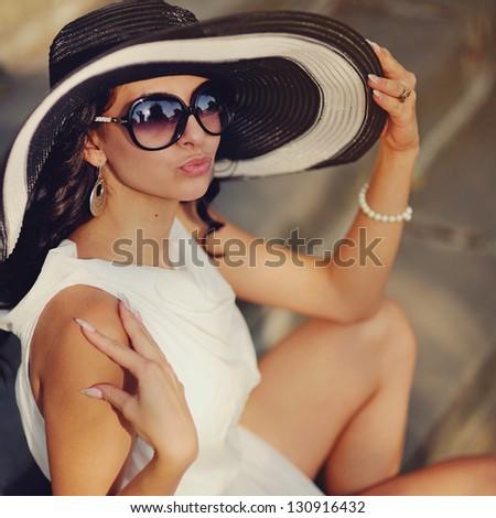 Fashion - Beauty - Girls - Women Portraits