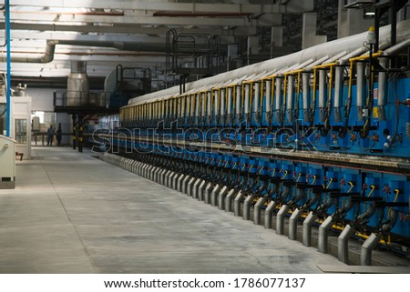 Factory for production of ceramic tiles. Conveyor line for ceramic tile at heavy plant. The process of making ceramic tiles Foto stock ©