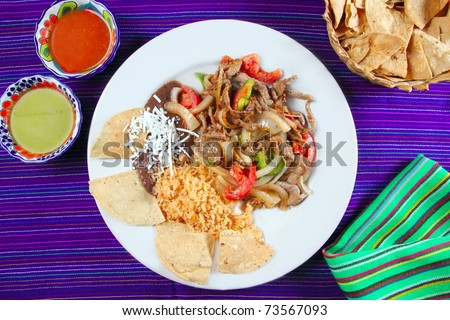 Fajitas de res beef fajita Mexican food nachos and chili sauce