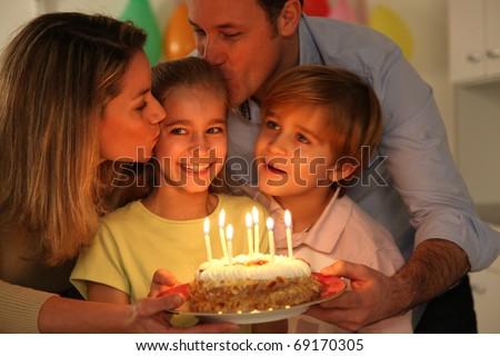 Family celebrating child\'s birthday
