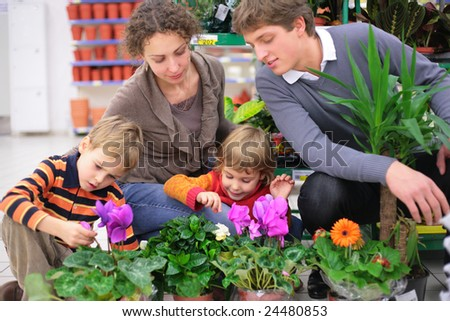 Family of four in flower shop. focus on little girl