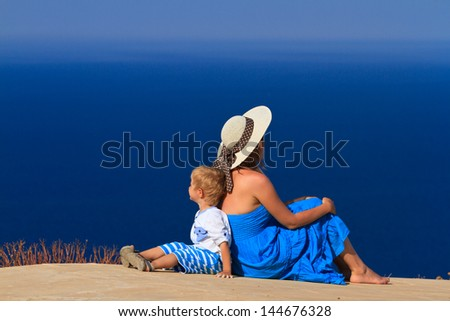 family on sea vacation