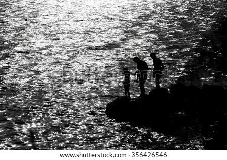 Family on the rocky coast Zdjęcia stock ©