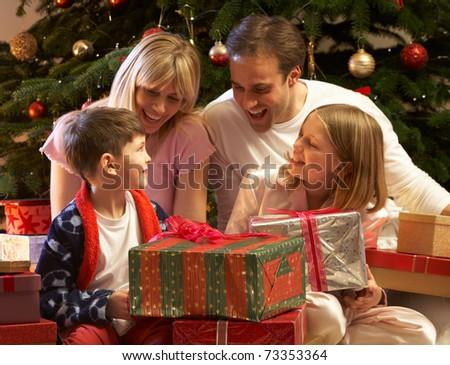 Подарок ребенок на рождество