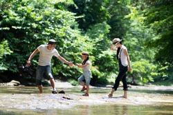 Family to play in the river