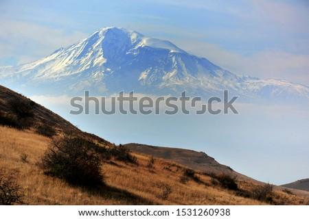 Famous Ararat mountain. Biblical Mount Ararat - 5165 m.  Symbol of Armenia - Sis and Masis, Greater Ararat and Little Ararat.   Zdjęcia stock ©