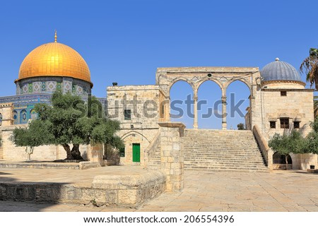 Famous Dome of the Rock mosque on Mount Temple in Old City of Jerusalem, Israel.