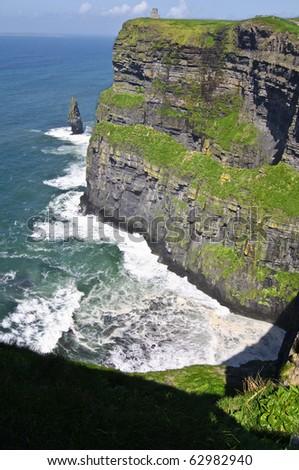 famous irish cliffs moher, largerst cliffs in europe