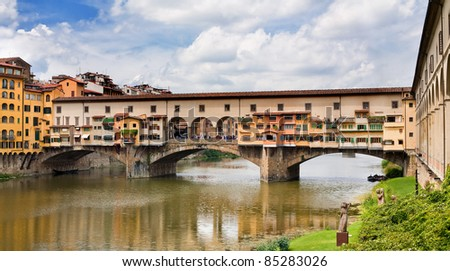 Famous medieval bridge in Florence, Italy - Ponte Vecchio