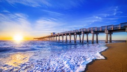 famous pier of venice while sunset, florida