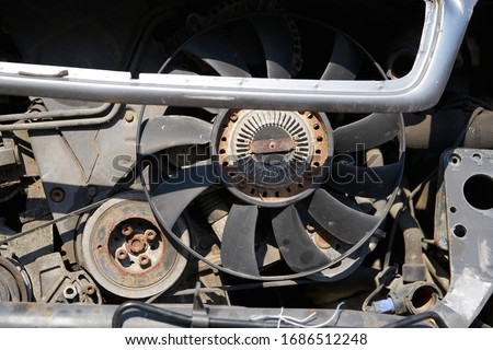 Fan of the radiator on the disassembled car Foto d'archivio ©