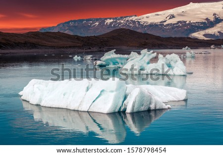 Fantastic nature of Iceland. Impressive view on aisbergs in Jokulsarlon lagoon. Amazing Icelandic seascape. popular tourist attraction. Best famouse travel locations. Scenic Image of wild nature Imagine de stoc ©
