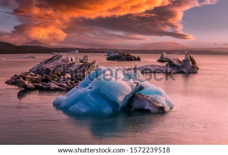 Fantastic nature of Iceland. Impressive view on aisbergs in Jokulsarlon lagoon during sunset. Amazing Icelandic seascape. popular tourist attraction. Best famouse travel locations. Imagine de stoc ©