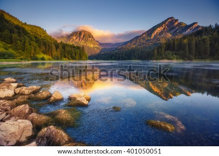 Fantastic views of the turquoise Lake Obersee under sunlight. Dramatic and picturesque scene. Location famous resort: Nafels, Mt. Brunnelistock, Swiss Alps. Europe. Artistic picture. Beauty world. #401050051