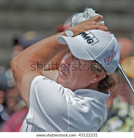 FARMINGDALE, NY - JUNE 17: Phil Mickelson at the 2009 US Open on June 17, 2009 in Farmingdale, NY. The pink ribbon symbolizes awareness for breast cancer research his wife and mother are battling.