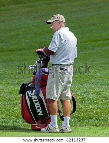 "FARMINGDALE, NY - JUNE 15: Veteran Caddy, Michael ""fluff"" Cowan, carries the bag for Jim Furyk during the 2009 US Open on June 15, 2009 in Farmingdale, NY. He once caddied for Tiger Woods."