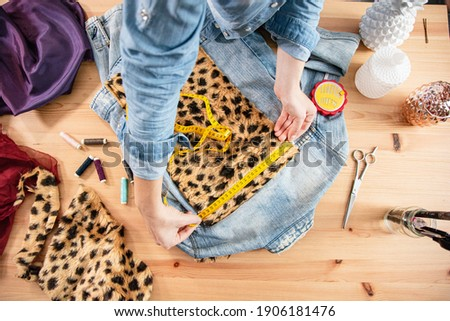 Fashion designer designing, customizing and upcycling clothes while working in workshop for conscious fashion project Photo stock ©