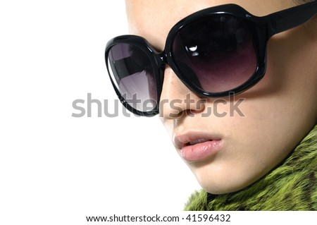 Fashion model wearing the big modern sunglasses.