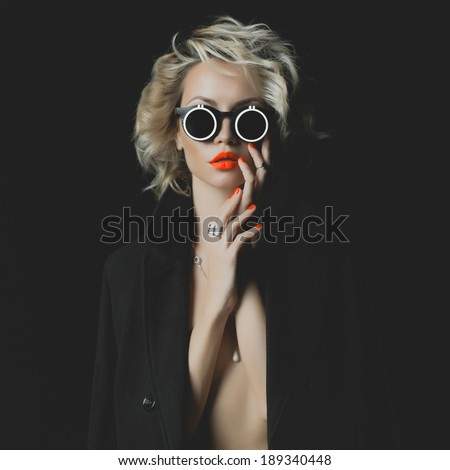 Fashion photo of beauty blonde with bright makeup and accessories