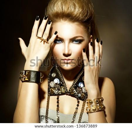 Composition Rocker girl makeup was