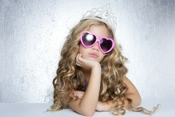 fashion victim little princess girl humor portrait crown and hearth shape glasses