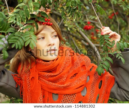 Fashion woman on sunny autumn background (shallow depth of field)
