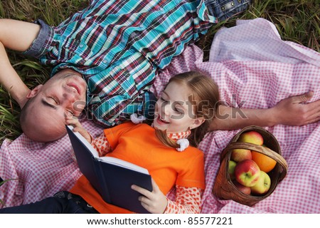 father and child read book