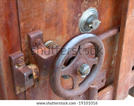 Features of an old rusty safe.