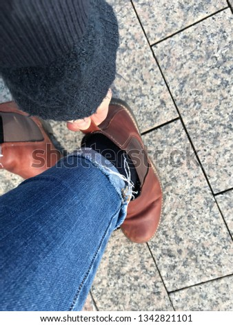 Female bootstrapping outdoor