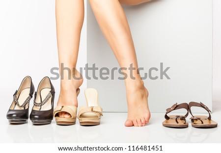 stock photo female legs in fashion shoes isolated on a white background 116481451 Làm cách nào để có thể chọn mua giày thời trang cho Thu Đông cuối năm.