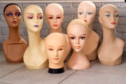 Female mannequin heads with makeup without hair. Delivery of goods for purchases during the coronavirus. Shop of commercial equipment