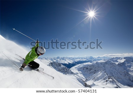 Female skier on downhill race with sun and mountain view. Foto stock ©