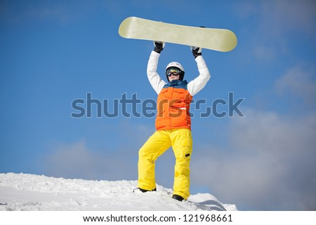 female snowboarder against sun and sky