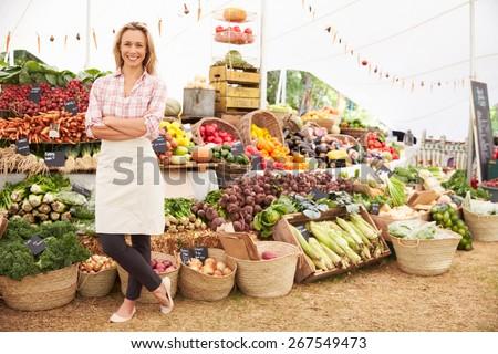 Female Stall Holder At Farmers Fresh Food Market ストックフォト ©