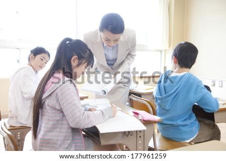 Female teacher who teaches students