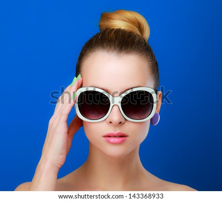 female with sunglasses, isolated on blue background