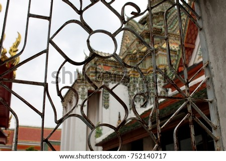 Fence with architecture